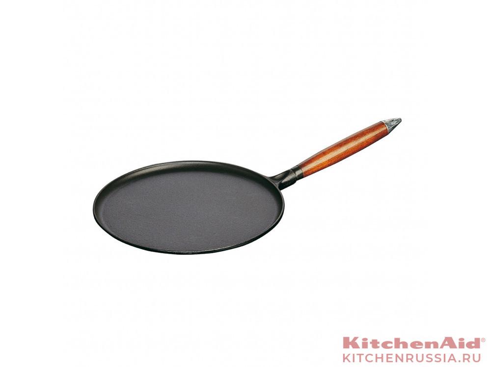 для блинов черная, с деревянной ручкой, 28 см ,с  приспособление 1212823 в фирменном магазине Staub